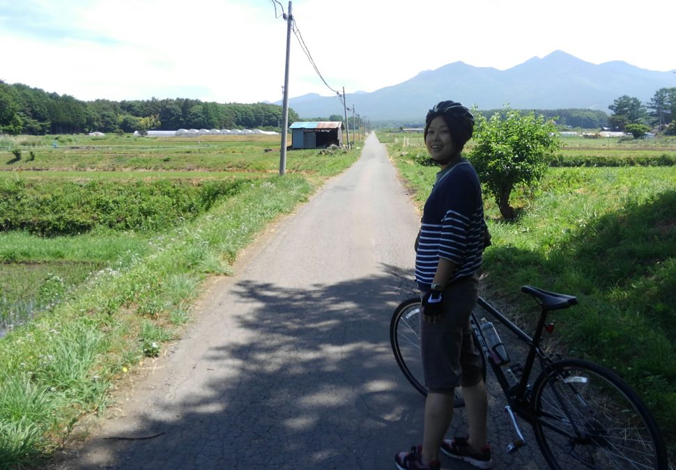 眼前には美しい八ヶ岳と真っ直ぐの道!