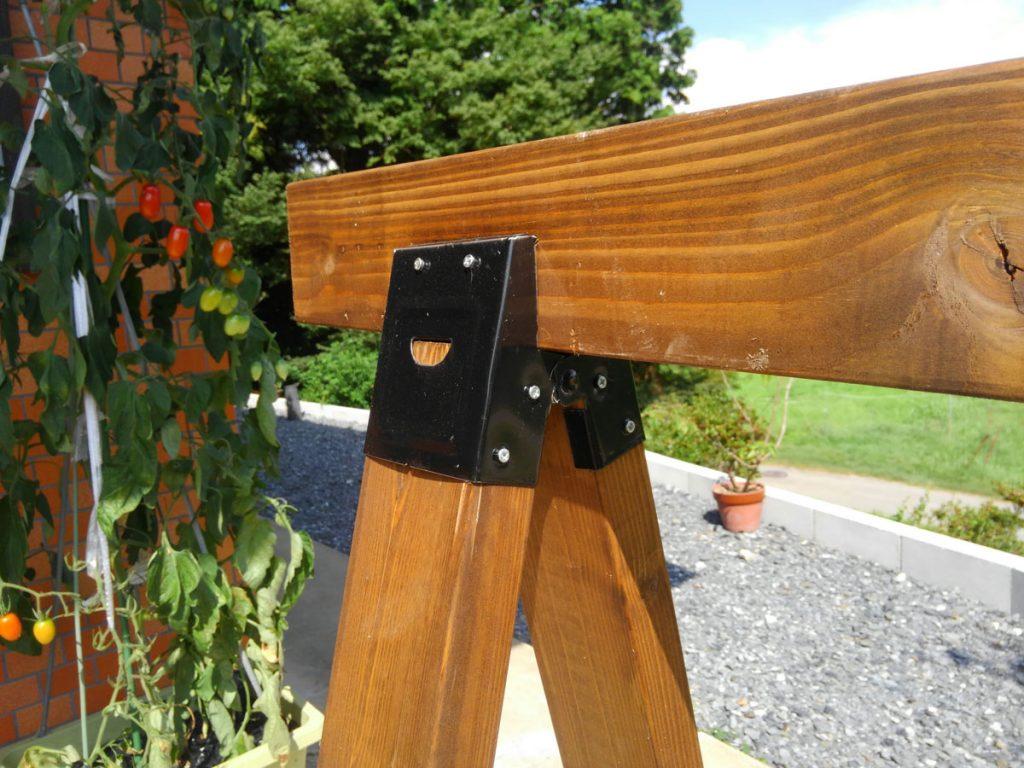 ソーホースブラケットで木材を接合します。