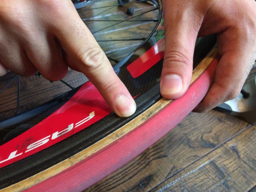 この黄色い部分が、タイヤの左右で全て均一になるようにします。