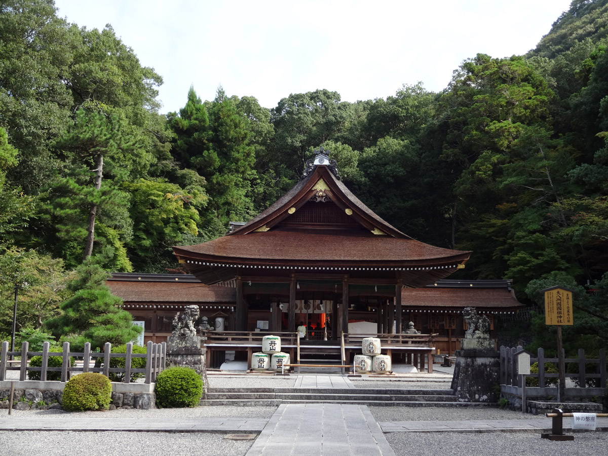 出雲大神宮。元出雲、千年宮という通称もある歴史に満ちた神社。縁結びの神社としても有名。