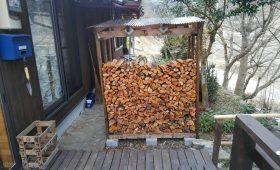 薪小屋をDIY!誰でもできるおしゃれ屋根付き2×4材薪小屋を自作